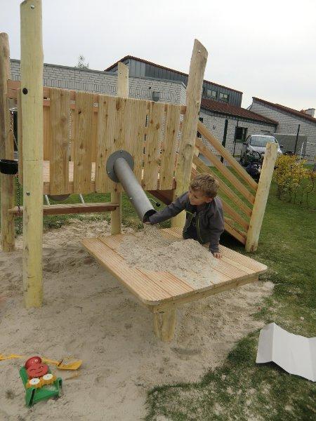 Sandrutsje med bue og klaff for lekeplass og barnehage. - Lek og natur